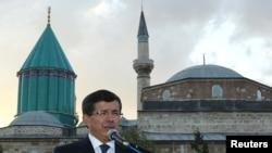 Еще во вторник глава МИД Турции Ахмет Давутоглу сообщил о прибытии в страну группы бывших палестинских заключенных