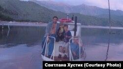Юрий Булановский с другом Федором и сыновьями. Из семейного архива