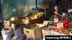 Продавец на симферопольском рынке «Крымский Привоз». Иллюстрационное фото