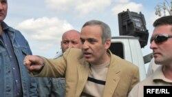Каспаров уверенно лидировал на праймериз в Петербурге