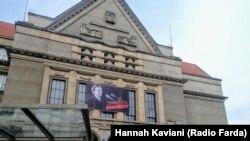 میلادا هوراکووا از این دانشکده فارغالتحصیل شده؛ دانشکده حقوق دانشگاه چارلز در پراگ
