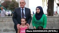 Абхазский президент Александр Анкваб отметил День государственного флага на набережной Сухуми вместе с репатриантами из Сирии