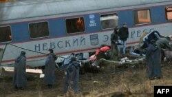 """Спасательные работы на месте подрыва поезда """"Невский экспресс"""""""