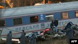 """На месте катастрофы """"Невского экспресса"""", 28 ноября 2009 г"""