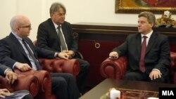 Средба на претседателот Ѓорге Иванов со заменик-помошникот државен секретар на САД Филип Рикер.