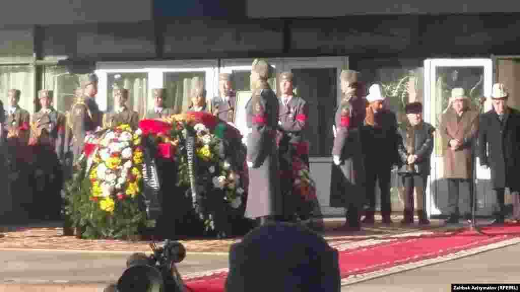 Эл акыны Сооронбай Жусуев 4-февраль күнү, 91 жаш курагында дүйнө салган.