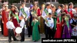 Последний звонок в Туркменистане (архивное фото)