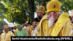 Митрополит Епифаний возглавляет крестный ход ПЦУ по случаю годовщины крещения Украины-Руси. 28 июля 2019 года