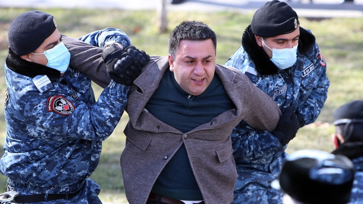 dozens-detained-at-anti-government-protest-in-yerevan