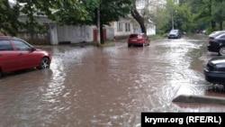 Симферопольская улица после сильного ливня. Архивное фото