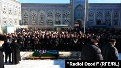 Церемония прощания с Сухробом Косимовым в Душанбе, 16 декабря 2014 года.