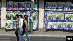 Bosnia-Herzegovina -- election posters in Sarajevo, 30Sep2006