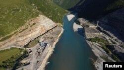 Строителство на река Вьоса, близо до Каливач, Албания