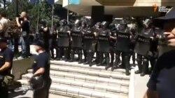 Demonstranti pokušali ući u Parlament FBiH