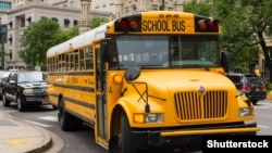 США. Школьный автобус в Чикаго.