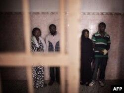 Afrički imigranti u ćeliji u zloglasnom zatvoru u četvrti Šarija Zavija u Tripoliju, 26. august 2011
