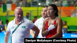 Тренер женской сборной Казахстана по боксу Вадим Присяжнюк и бронзовый призер Олимпиады Дарига Шакимова.