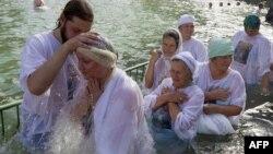 Украинские баптисты исполняют один из ритуальных обрядов. Иллюстративное фото.