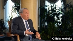 Президент Казахстана Нурсултан Назарбаев дает интервью агентству Bloomberg. Астана, 22 ноября 2016 года.