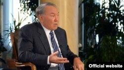 Қазақстан президенті Нұрсұлтан Назарбаев Bloomberg агенттігіне сұхбат беріп отыр. Астана, 22 қараша 2016 жыл.
