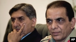 Pakistani Army chief General Ashfaq Parvez Kayani (right) and Inter-Services Intelligence (ISI) chief Ahmad Shuja Pasha attend an inaugural meeting of a Pakistan-Afghanistan joint peace commission in Islamabad on June 11.