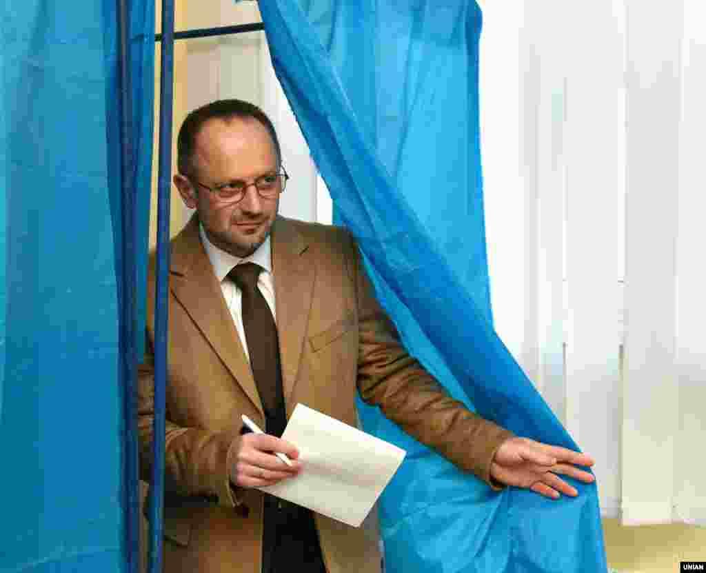 Кандидат у президенти Роман Безсмертний голосує в Києві