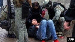 Minsk - protestatar lovit în timpul manifestației de duminică, 11 octombrie 2020.