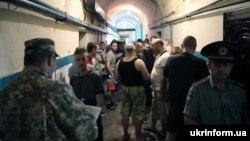 Черга для участі в голосуванні в Лук'янівському СІЗО в Києві, 21 липня 2019 року
