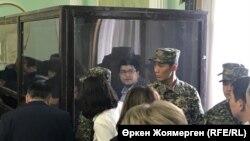 Quandyq Bishimbayev (kabinədə) məhkəməsində, 7 noyabr, 2017-ci il