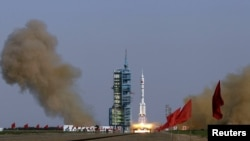 The Long March II-F rocket loaded with the Shenzhou-9 manned spacecraft lifts off from the launch pad at the Jiuquan Satellite Launch Center in Gansu Province on June 16.