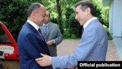 Georgia - Prime Minister Bidzina Ivanishvili (R) meets Armenian Defense Minister Seyran Ohanian in Tbilisi, 17Jul2013.