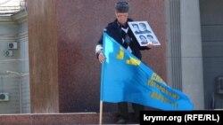 Сервер Караметов в годовщину депортации крымскотатарского народа. Симферополь, 18 мая 2017 года