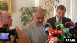 Сопредседатели Минской группы ОБСЕ во время пресс-конференции в Баку - 6 октября, 2009 г.