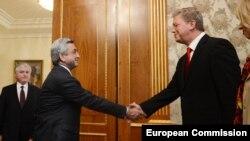 Президент Армении Серж Саргсян и уполномоченный Еврокомиссии по вопросам расширения Штефан Фюле в Ереване
