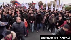 Шествие в Ереване, возглавляемое исполняющим обязанности премьер-министра Армении Николом Пашиняном, 24 ноября 2018 г.