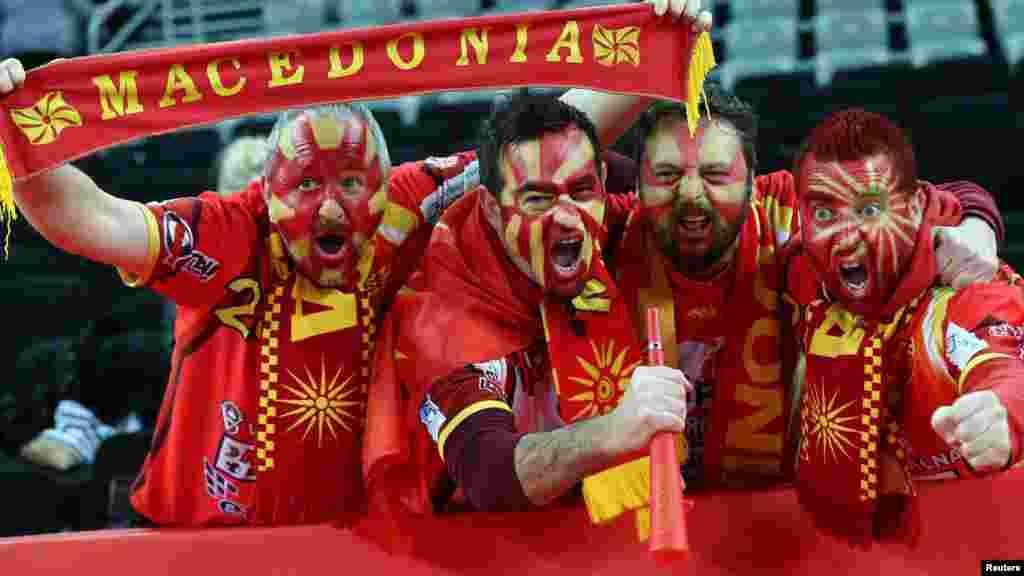МАКЕДОНИЈА / ХРВТАСКА - Ракометните репрезентации на Македонија и на Германија одиграа нерешено со резултат 25:25 на последниот натпревар од групата Ц во Загреб. Со нерешениот резултат нашиот тим остана на првото место на табелата со 5 бодови, а во следната фаза, која се игра во Вараждин, ќе стартува со 3 бодови.