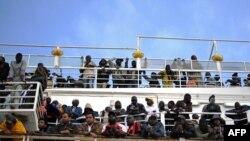 Эвакуируемые на судне Red Star 1, Мисурата, 5 мая 2011