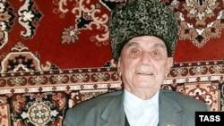 Екінші дүниежүзілік соғыстың ардагері Абдулхаким Исмилов 85 жаста. Дағыстан, 30 сәуір, 2002 жыл.