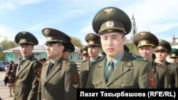 Москва: Эртеңки офицерлер