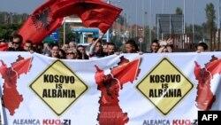 Protestuesit kundër vizitës së ministrit të Jashtëm serb në Tiranë, 22 tetor, 2012