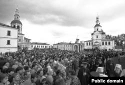 Праздничный молебен 12 июня 1988 г. в Троицком соборе Свято-Данилова монастыря. Фото: https://ed-glezin.livejournal.com/836233.html