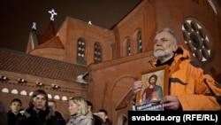 Эксперты считают, что мировому сообществу сподручней заниматься правами человека в Белорусси, чем, скажем в Китае