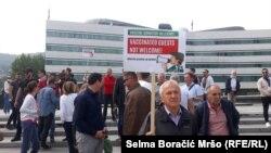 Protest turističkih radnika iz Hercegovine ispred zgrade zajedničkih institucija u Sarajevu, 8. juna 2021.