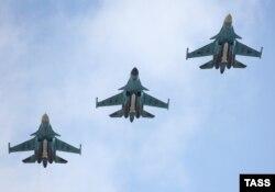 Перша група російських літаків на шляху з Сирії. 15 березня 2016 року
