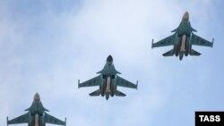 Су-34 в воздухе (Архивное фото)
