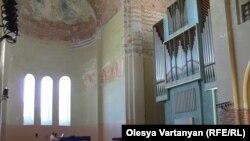 Концерт Луки Гаделия в Пицундском храме
