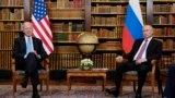 ABŞ-nyň prezidenti Jo Baýden (çepde) bilen Russiýanyň prezidenti Wladimir Putin Ženewada duşuşýar. 16-njy iýun, 2021 ý.
