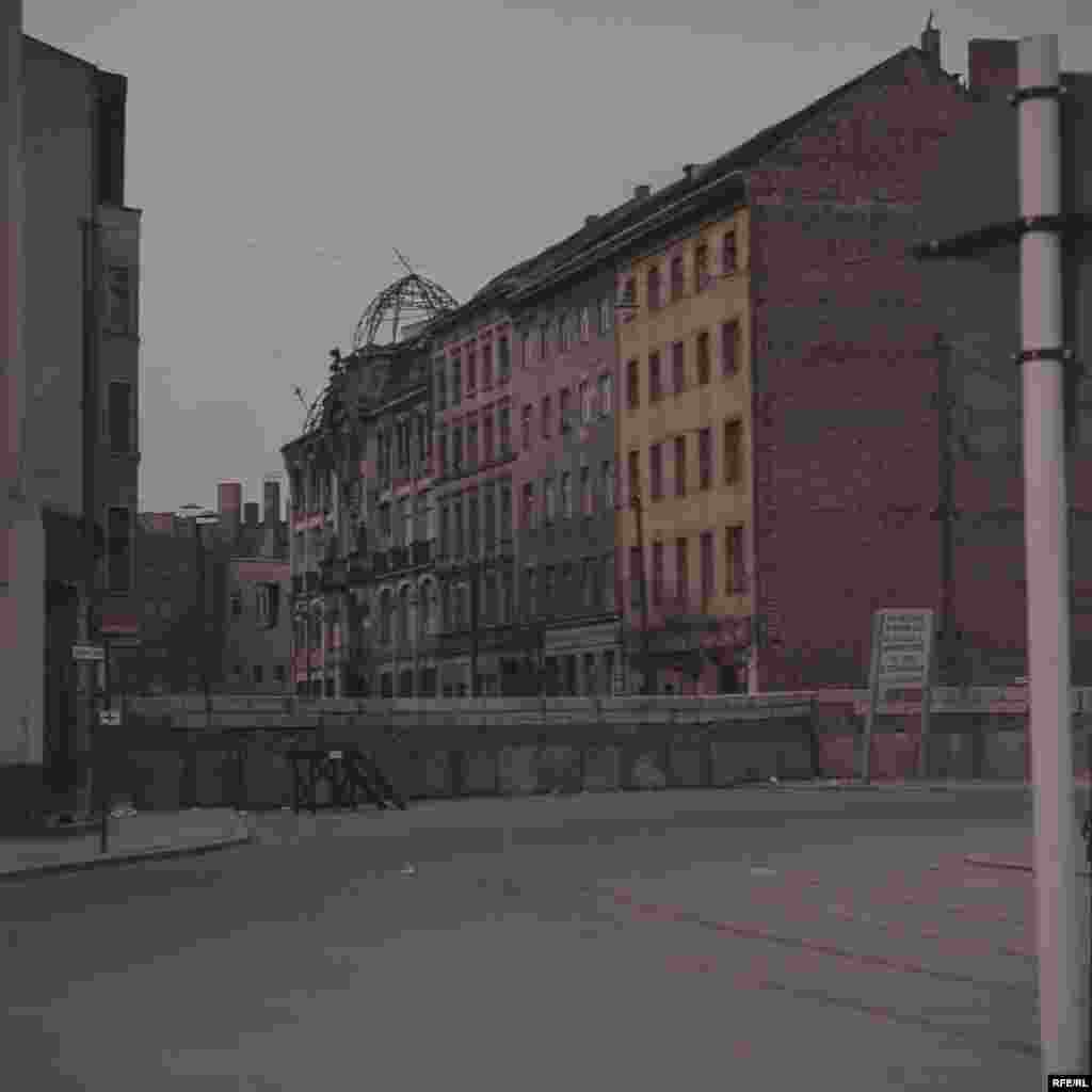 View of the newly constructed Berlin Wall, looking from West to East - On August 24, 1961, 24-year-old Guenter Litfin was shot dead as he swam across the River Spree. The incident is generally accepted as the date of the first killing by border guards after the wall went up.