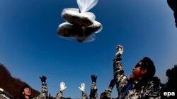 Перебежчики отправляют в КНДР воздушные шары с антиправительственными листовками (архивное фото).