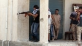 Tripolide BMG tarapyndan goldanylýan hökümeti goraýan milisiýa güýçleriň agzalary. Arhiwden alnan surat